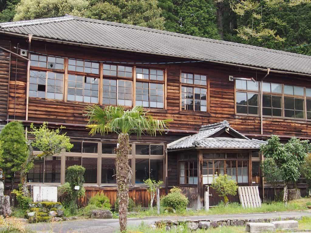 Kyu Nagisocho Tachitsumagosho School